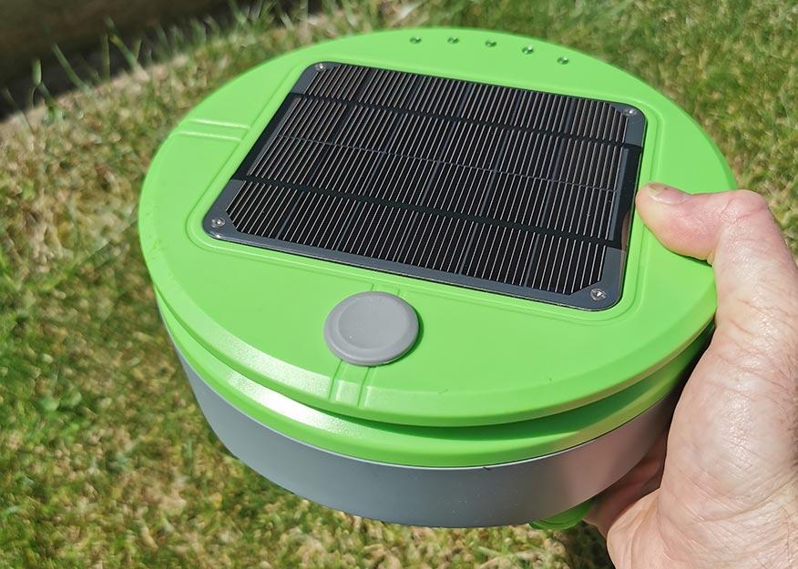 tertill weeding robot solar panel