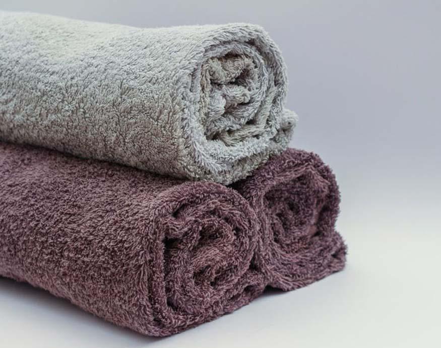 3 rolls of bathroom towels