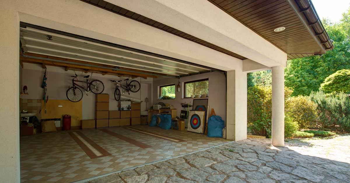 picture of a garage