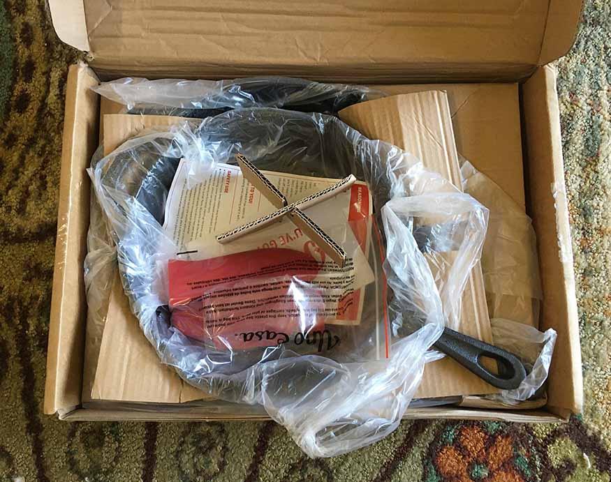 packaging of Uno Casa Cookware
