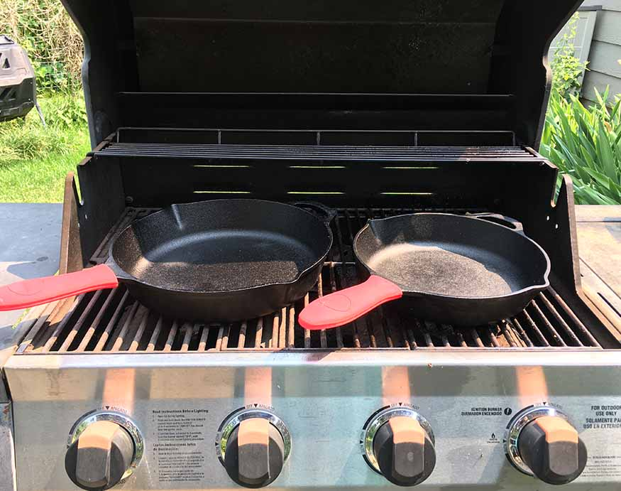 Uno Casa cast iron pans on the grill