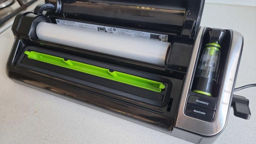 foodsaver vacuumn sealer roll storage
