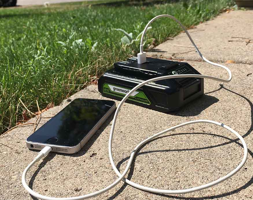 using the Greenworks DD24L00 24V Drill/Driver's battery as a powerbank